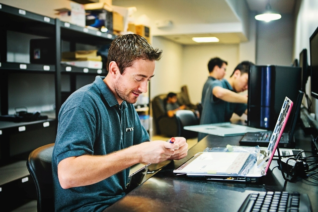 Obtain Professional Assistance For Fixing Your iPhone and Mac Device