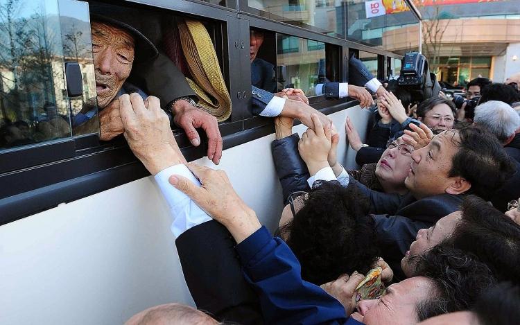 Koreas Set Reunion Date For War-Torn Families