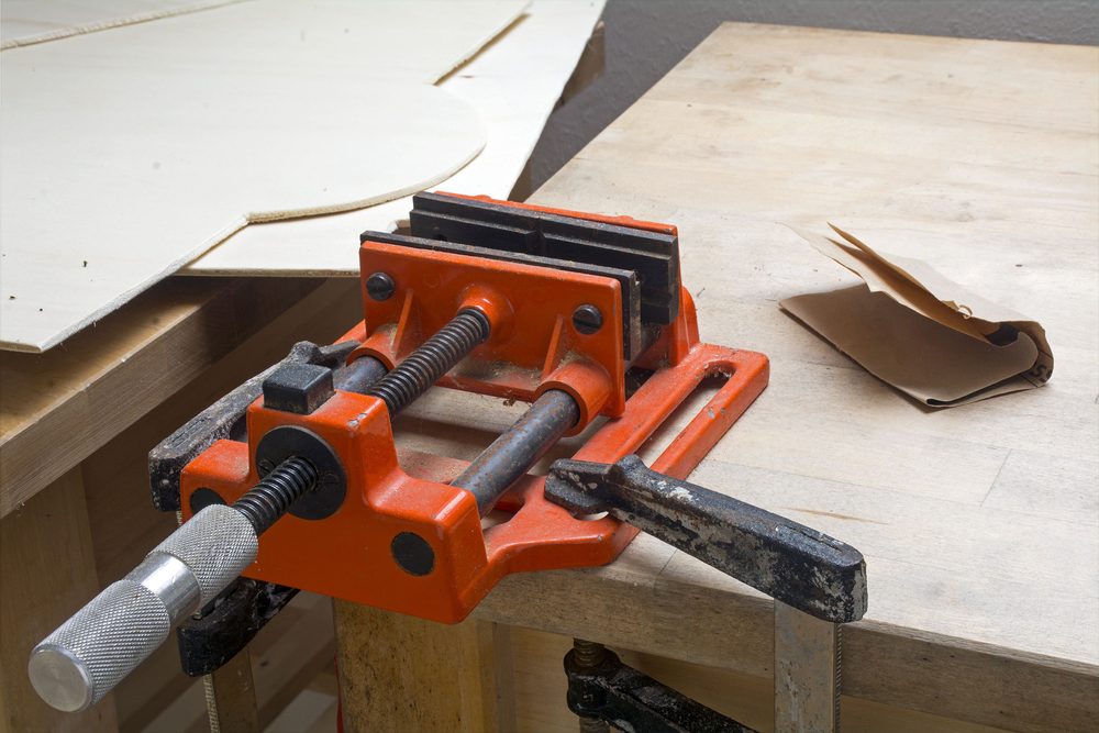 Get Knowledgeable On The Major Types Of Table Clamps