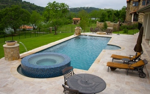 Build An Attractive Pool In Your Backyard