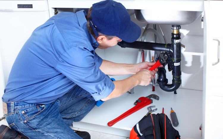 Choosing The Right Plumber Services For Your Homes