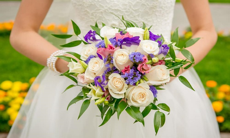 Few Tricks To Keep In Mind While Selecting Wedding Flowers