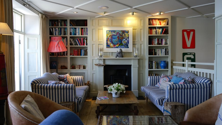 Create Retro Inspired Interiors To Add Fun & Comfort