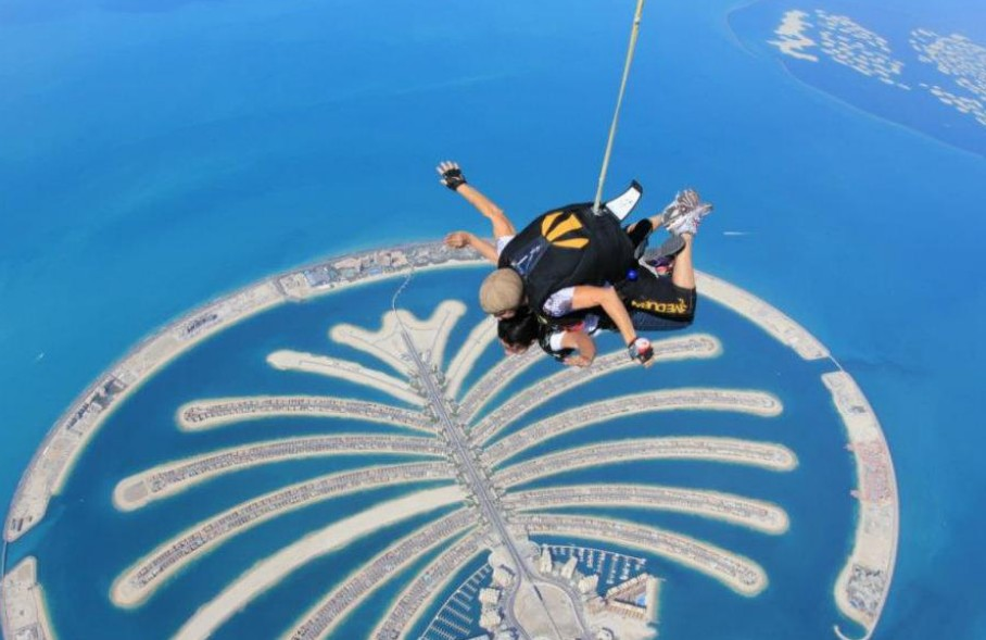 10 Best Places To Go Skydiving In USA!
