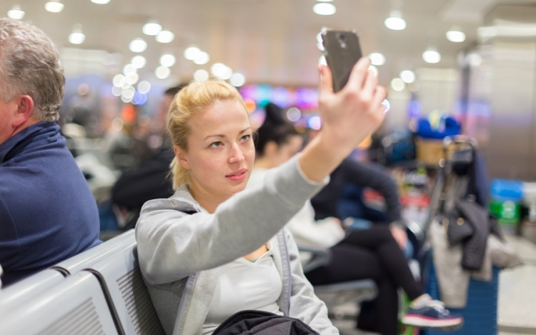 6 Handy Tips To Kill Time At Airport!