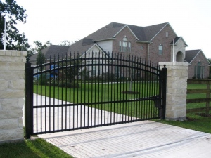 8 Vital Tips To Consider Before Building A Fence At Home