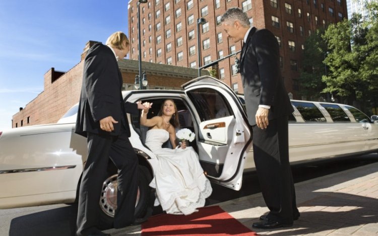 3 Benefits Of Renting A Limo For Your Wedding