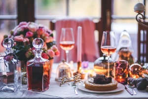 4 Lighting Ideas For A Romantic Dinner At Home