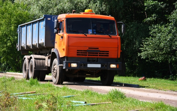 Safe Driving Tips For Truck Drivers – What Safety Precautions Should You Adopt