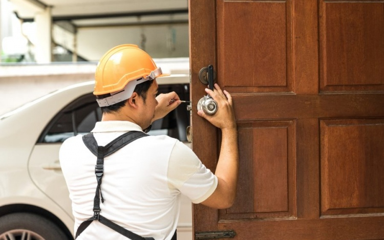 What Are Different Types Of Locksmiths?