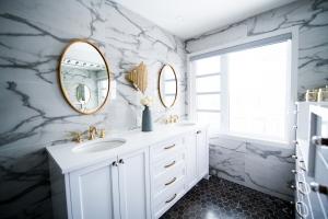 10 Small Bathroom Décor Ideas For 2021