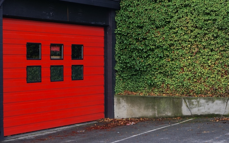 How to Ensure That Your Garage Door Is Working Safely and Properly